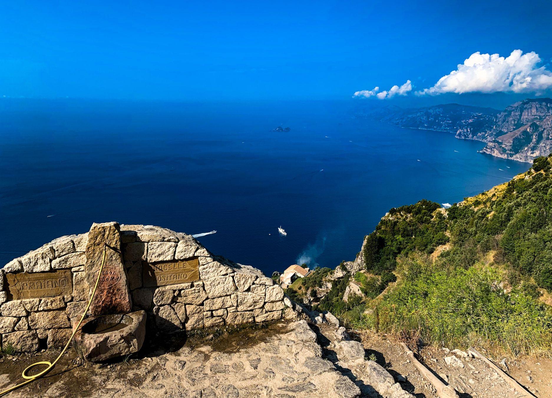 La spettacolare veduta dal Sentiero degli Dei © Angelo Pittro / Lonely Planet Italia