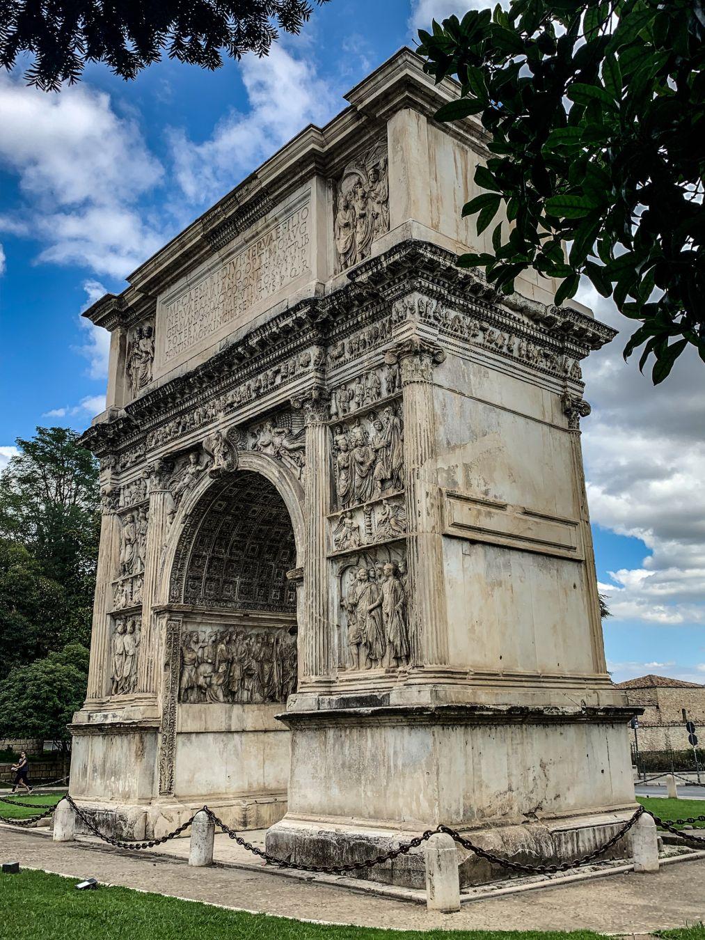 L'Arco di Traiano, a Benevento © Angelo Pittro / Lonely Planet Italia